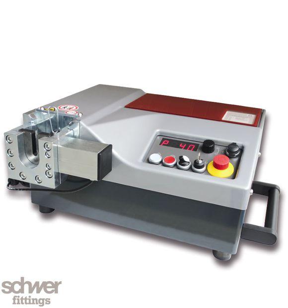 Elektro-hydraulisches Vormontagegerät VARO - universell einsetzbar: für 24° Schneidringverschraubungen nach EN ISO 8434-1 und für 37° Bördelverschraubungen