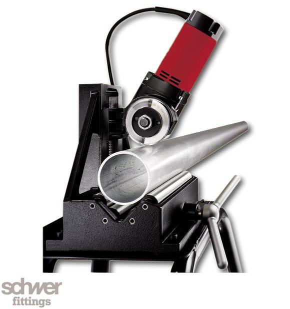 Rohrtrennmaschine - Lieferumfang Set: 1x Rohrtrennmaschine, 1x Montagetisch, 1x Fußbestätigung, 1x Trennscheibe